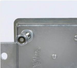 La caisse de la serrure blindée pour rideaux Viro série 1.8270 est réalisée en acier zingué de plus grande épaisseur (2mm).