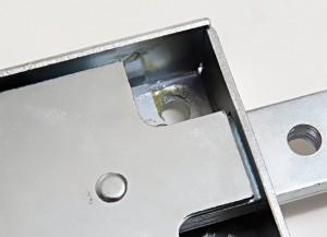 La caisse de la serrure blindée pour rideaux Viro série 8270 est réalisée en acier zingué de plus grande épaisseur (2mm).