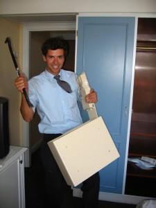 Les coffres-forts pour hôtels sont fabriqués en tenant compte de contraintes fonctionnelles spécifiques ; c'est pourquoi ils sont moins robustes que les coffres-forts conçus pour un usage domestique ou professionnel (photo de flickr/fionab).