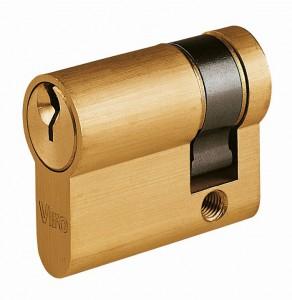Quand on doit utiliser la clé d'un seul côté, on peut utiliser un demi-cylindre.