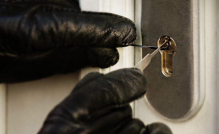 Les ouvertures avec adresse sont utilisées par les cambrioleurs dans 5 % des cas.
