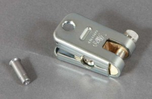 Le Supermorso est un cadenas blindé pour chaîne avec platine anti-perçage.