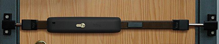 La barre de sûreté Viro universelle électronique possède un capteur de vibrations anti-intrusion, un composeur téléphonique GSM et un microphone d'écoute environnementale.