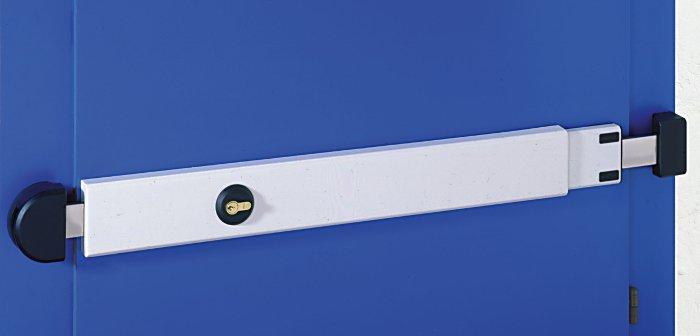 La barre de sûreté réglable Viro s'adapte à des portes ayant une largeur comprise entre 73 et 98 cm.