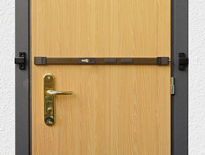 pourquoi changer la porte si une barre de s ret peut suffire club viro. Black Bedroom Furniture Sets. Home Design Ideas