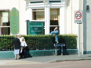 Sans bouton, on oblige l'éventuel voleur à sortir par une ouverture autre que la porte d'entrée, avec un plus grand risque d'être repéré (photo de flickr/Marshall24).