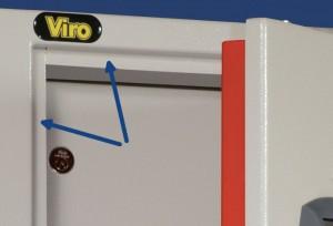 Les flèches indiquent les butées anti-défoncement présentes sur le cadre d'une armoire Viro.