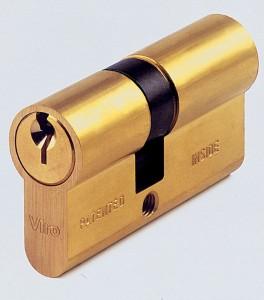 Les cylindres Viro série 700 intègrent une fonction d'urgence spéciale qui permet de les ouvrir de l'extérieur même si une clé est engagée à l'intérieur.