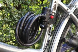 Les câbles tressés peuvent être munis de crochets pour les fixer au cadre.