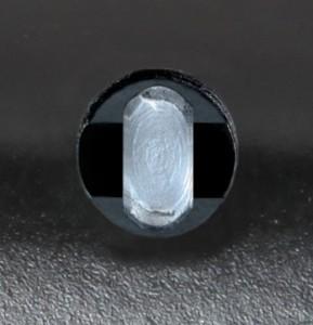 Le système de verrouillage spécial du Viro Shark, qui assujettit l'axe de verrouillage au corps lorsque le bloque-disque est fermé, augmente la résistance aux tentatives d'effraction.