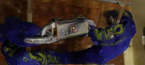 Comme on le voit, dans le « Blocca catena », de petits signes d'oxydation sont présents uniquement au niveau de la platine anti-perçage de la serrure, mais le mécanisme intérieur et le blindage sont exempts de corrosion.