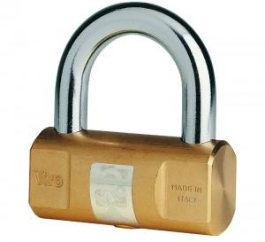 Comme bloque-couronne, on peut aussi utiliser un cadenas courant, à condition qu'il soit de bonne qualité comme le cadenas Cylindrique Viro.