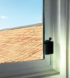 Le Viro M.A.C. appliqué à une fenêtre.