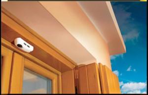 Capteur magnétique périmétrique appliqué à une fenêtre.