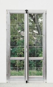 Barre de sûreté Universale appliquée à une porte-fenêtre.