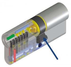 Dans le cylindre de haute sécurité Viro Palladium, le panneton (indiqué par la flèche) est un panneton DIN anti-extraction, et le renfort anti-arrachement est constitué par une robuste barre en acier inoxydable AISI 304 (mise en évidence en bleu dans la partie inférieure du dessin) de 6 mm de diamètre, qui traverse une grande partie du corps du cylindre.