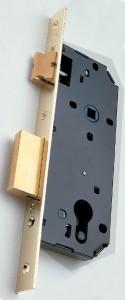 Exemple de serrure conçue pour recevoir un cylindre à profil européen.